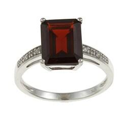 Viducci 10k White Gold Garnet and Diamond Accent Ring
