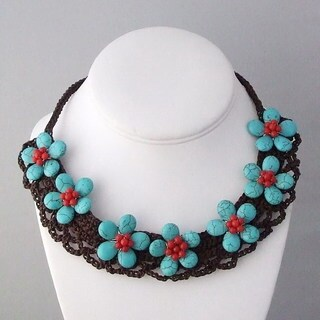 Handmade Cotton Rope Stylish Turquoise Seven Flower Necklace (Thailand)
