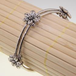 Handmade Tibetan Silver Flowers Bracelet (China) - White