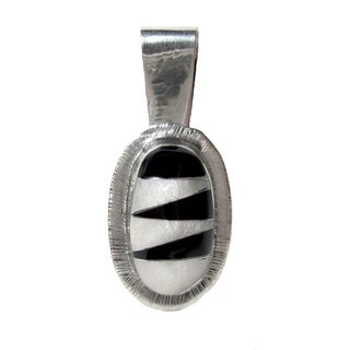 Alpaca Silver Zigzag Onyx and Mother of Pearl Oval Pendant (Mexico)