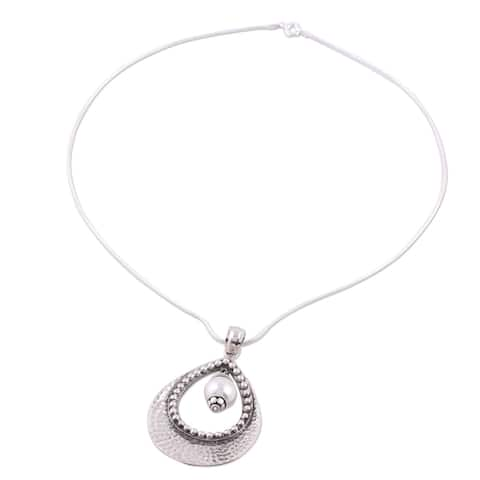 Handmade Sterling Silver 'Halo' Pearl Necklace (9 mm) (India)