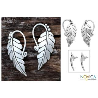 Handmade Sterling Silver 'Silver Vineyard' Dangle Earrings (Mexico)