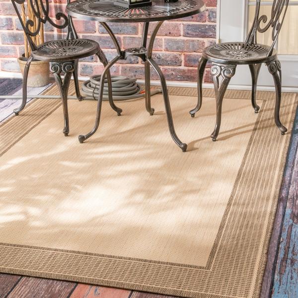 nuLOOM Solid Border Outdoor/ Indoor Area Rug (7'10 x 10'10)