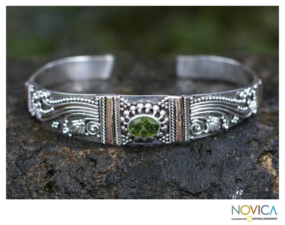 Sterling Silver 'Paradise' Peridot Cuff Bracelet (Indonesia)