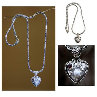 Handmade Sterling Silver 'So in Love' Pearl Garnet Necklace (6 mm) (Indonesia)