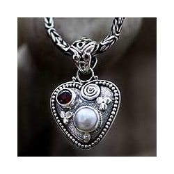 Sterling Silver 'So in Love' Pearl Garnet Necklace (6 mm) (Indonesia)