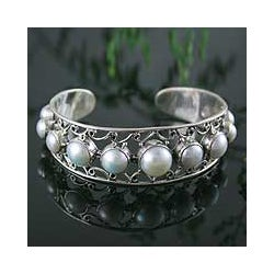 Sterling Silver 'Nostalgic Chic' Pearl Cuff Bracelet (6-10 mm) (India)