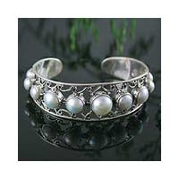 Handmade Sterling Silver 'Nostalgic Chic' Pearl Cuff Bracelet (6-10 mm) (India)