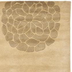 Safavieh Handmade Soho Bontanical Beige New Zealand Wool Rug (7'6 x 9'6) - Thumbnail 1