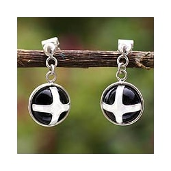 Handmade Sterling Silver 'New Medieval Cross' Onyx Earrings (Peru)