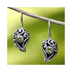 Sterling Silver 'Dancing Dewdrops' Peridot Dangle Earrings (Indonesia)