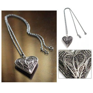 Handmade Sterling Silver 'Heart Full of Love' Filigree Necklace (Peru)