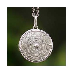 Handmade Sterling Silver 'Precious Secret' Filigree Necklace (Peru)