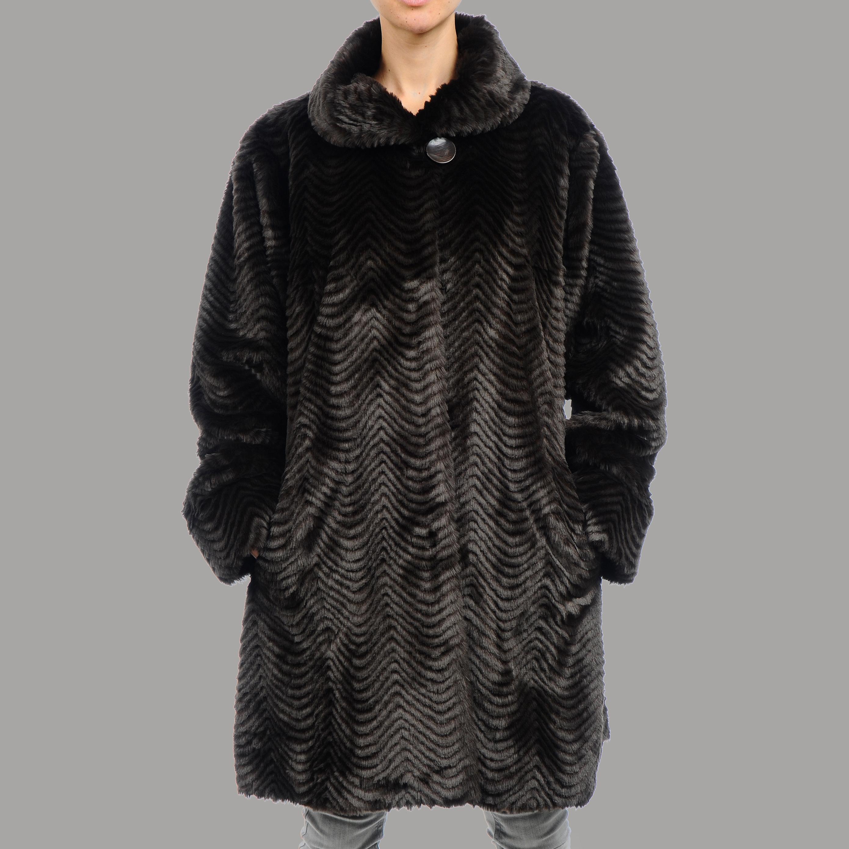 Nuage Women's Plus Size Roma Faux Fur Short Coat