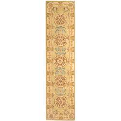 Safavieh Handmade Soft Green/ Beige Wool and Silk Runner - 2'6 x 12' - Thumbnail 0