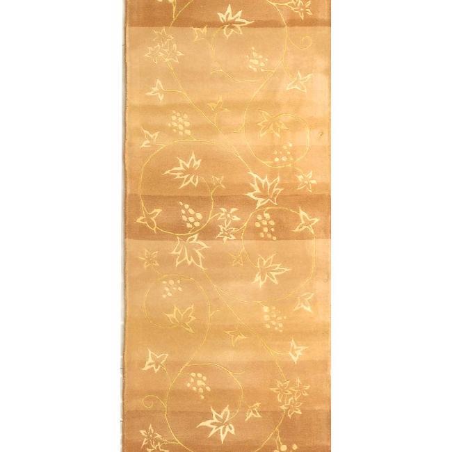 Safavieh Handmade Vine Stripe Beige Wool and Silk Runner (2'6 x 12')