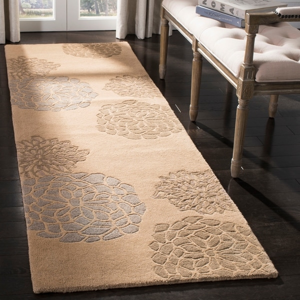"Safavieh Handmade Soho Bontanical Beige New Zealand Wool Rug - 2'6"" x 8'"
