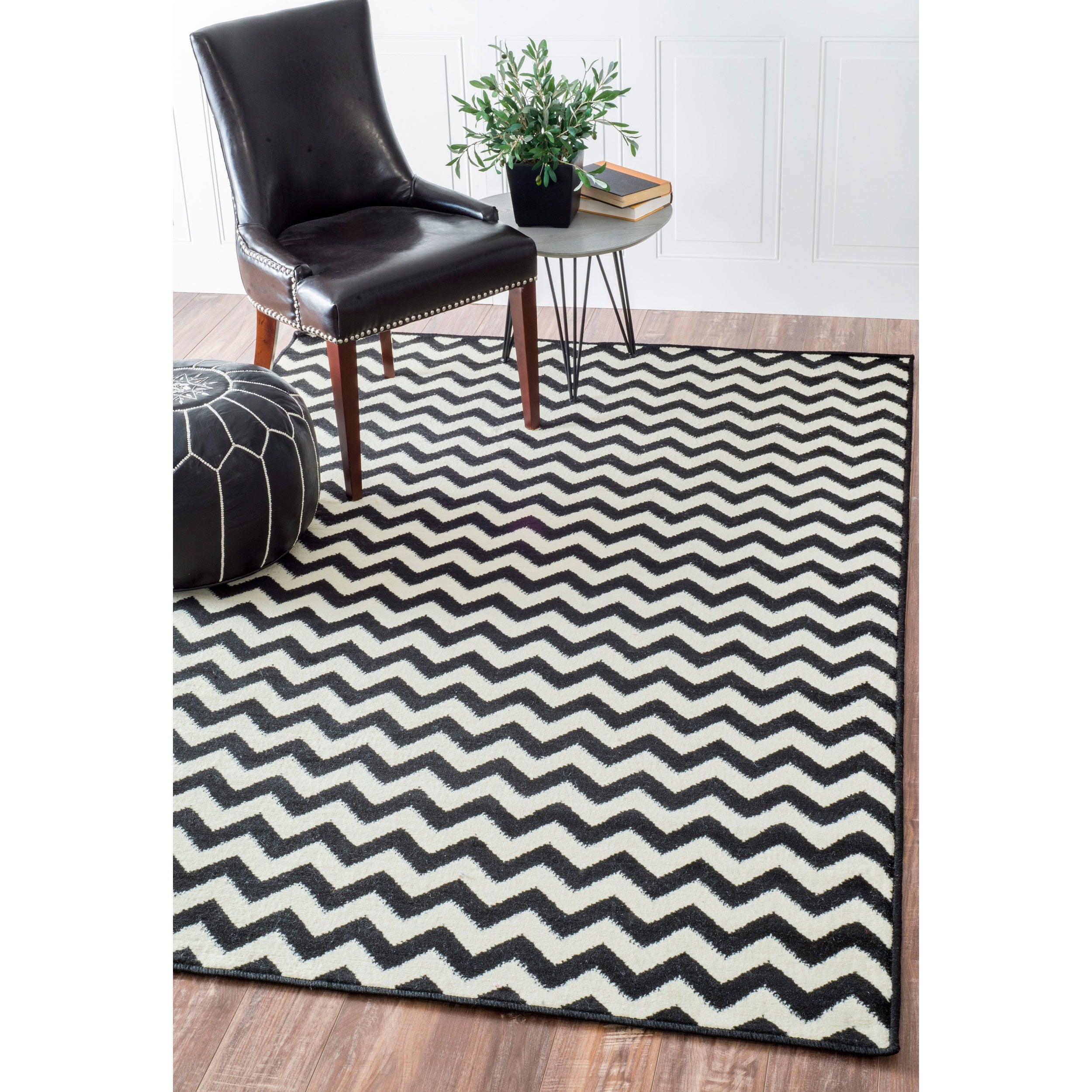 Williamsburg Bedford Chevron Zebra Black/Ivory Rug (4' x 6')