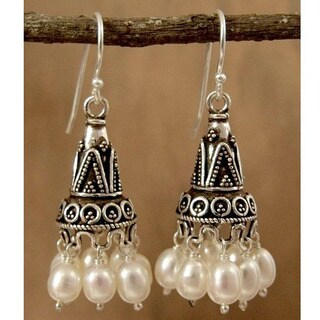 Handmade Sterling Silver 'Indian Ivory' Pearl Earrings (5.5-6 mm) (India)