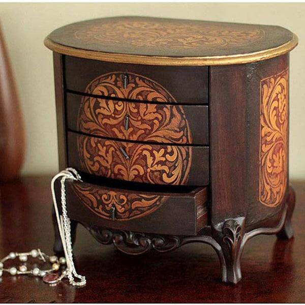Handcrafted Cedar Wood 'Damsel' Jewelry Box (Peru)