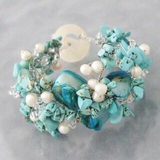 Handmade Turquoise/ Pearl/ Shell Hidden Flower Bracelet (5-8 mm) (Philippines)