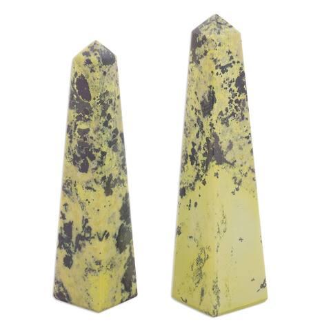 Handmade Serpentine Rebirth Obelisks Sculpture, Set of 2 (Peru)