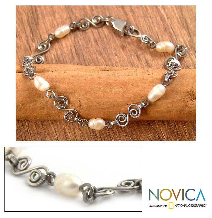 Handmade Sterling Silver 'Colonial Pearls' Pearl Bracelet (6 mm) (Peru)