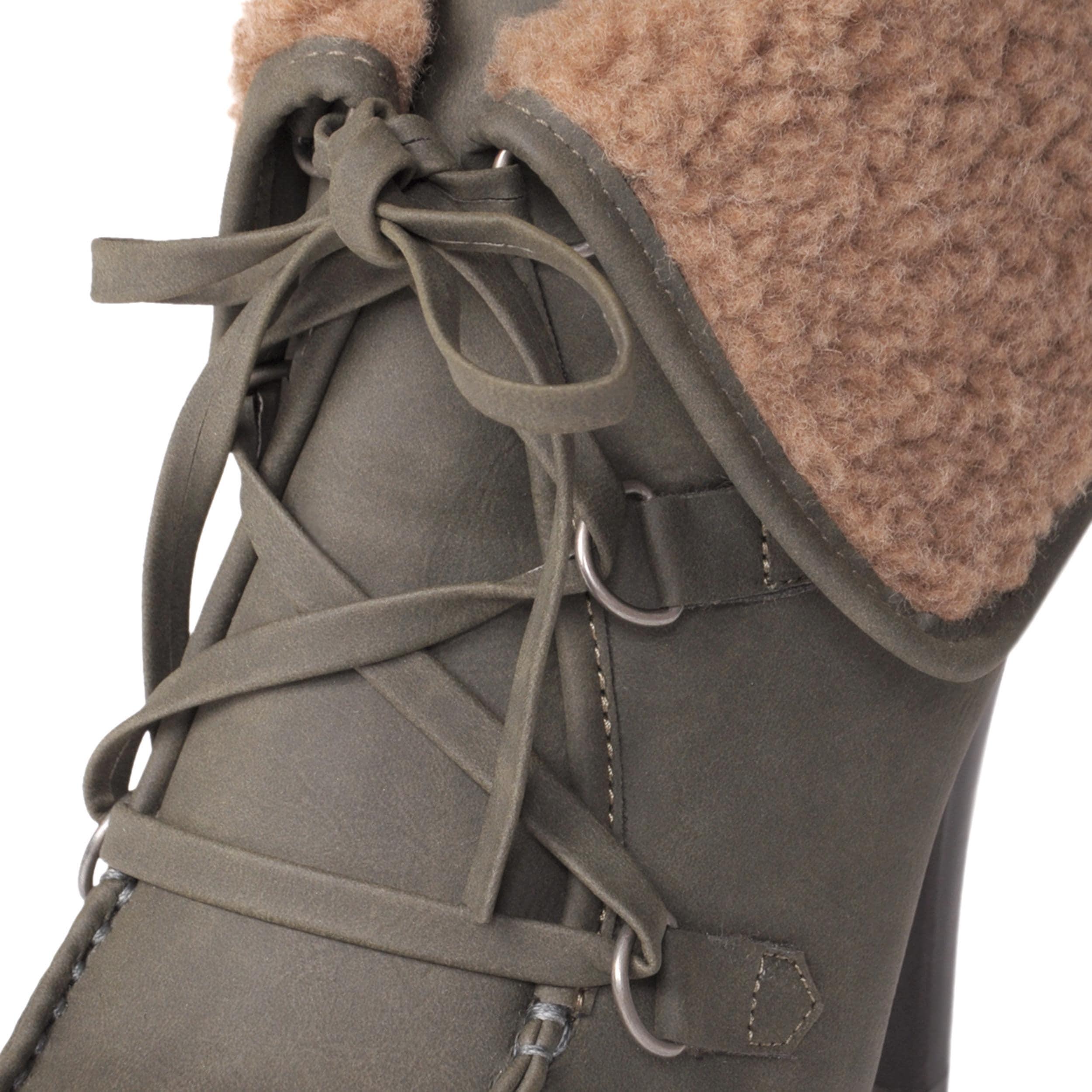 Journee Collection Women's 'LOA-09' Lug Sole Heeled Booties
