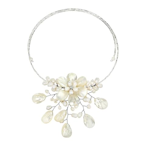 Handmade Pretty White Mother of Pearl Flower Ray Choker Necklace (Thailand)