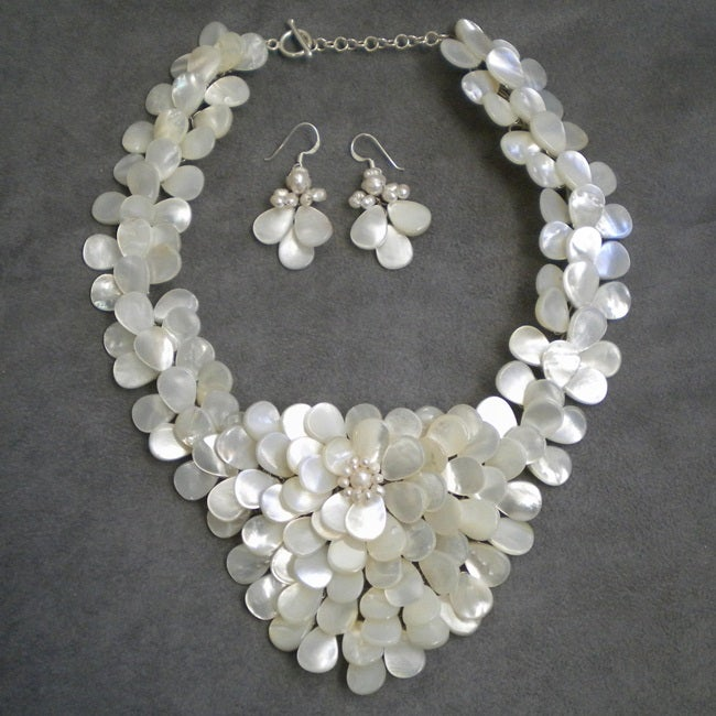 Handmade Mother of Pearl and Pearls Exquisite Focus Jewelry Set (3-8 mm) (Thailand)