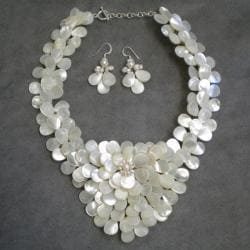 Handmade Mother of Pearl and Pearls Exquisite Focus Jewelry Set (3-8 mm) (Thailand) - Thumbnail 2