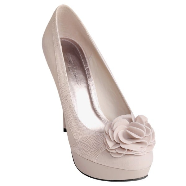 Journee Collection Women's 'SANDY-31' Flower Accent Platform Pumps