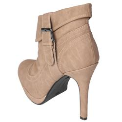 Journee Collection Women's 'SIMBA-21' Heeled Ankle Boots