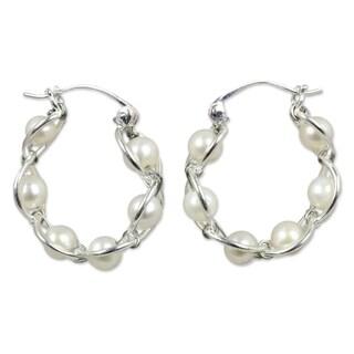 Sterling Silver 'Cloud Twist' Pearl Hoop Earrings (5 mm) (Thailand)
