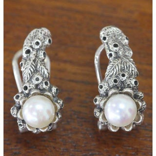 Handmade Sterling Silver 'Coral Reef' Pearl Earrings (6 mm) (Indonesia)