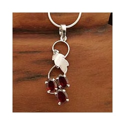 Handcrafted Sterling Silver 'Love Glows' Garnet Necklace (India)