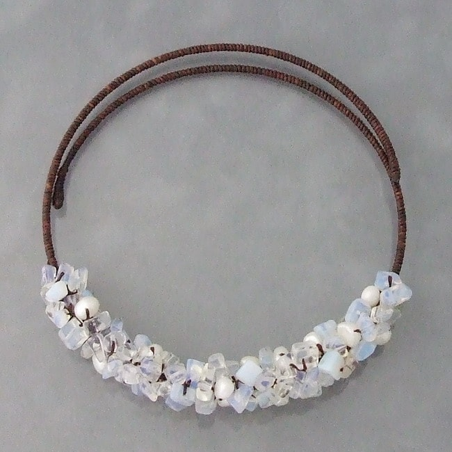Handmade Cotton Glowing Pearl and Moonstone Choker Necklace (6-8 mm) (Thailand)