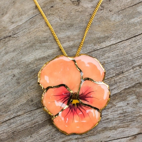 Handmade Goldplated 'Peach Pansy' Natural Flower Necklace (Thailand)