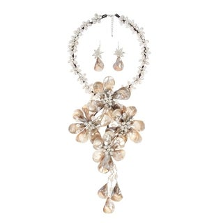 Handmade White Shell/ Pearl Grand Floral Bouquet Jewelry Set (3-7 mm) (Thailand)