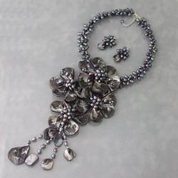 Handmade Black Shell/ Pearl Grand Floral Bouquet Jewelry Set (3-7 mm) (Thailand)