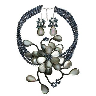 Handmade Silvery Grey Shell Floral Pearl Jewelry Set (3-6 mm) (Thailand)