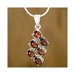 Sterling Silver 'Sky Fire' Garnet Necklace (India)