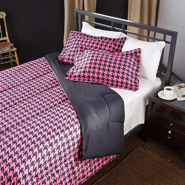 pink black houndstooth 3 piece full queen size comforter set free shipping today overstock. Black Bedroom Furniture Sets. Home Design Ideas