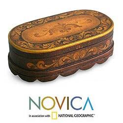 Handmade Cedar Wood 'Reminisce' Jewelry Box (Peru)