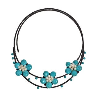 Handmade Cotton Turquoise/ Pearl Flower Choker Necklace (4-5 mm) (Thailand)
