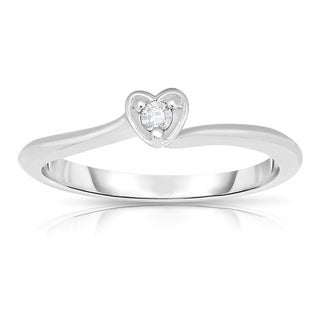 10k White Gold Diamond Accent Solitaire Heart Ring