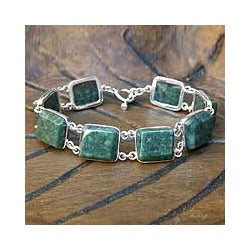 Handcrafted Sterling Silver 'Love Immortal' Jade Bracelet (Guatemala)