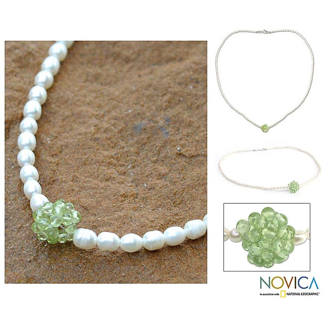 Handmade Pearl 'Mystic Sea Treasure' Peridot Necklace (4-4.5 mm) (Thailand)