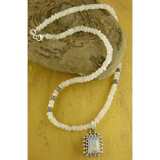 Handmade Sterling Silver 'Morning Glow' Moonstone Necklace (India)