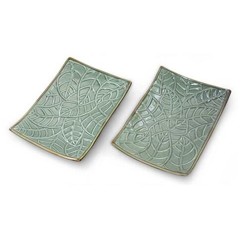 Handmade Set of 2 Ceramic 'Betel Leaf' Plates (Indonesia)